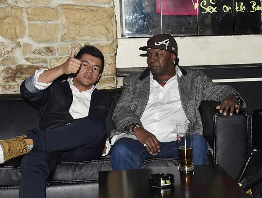 Moderátor křtu, rapper Raego, a jeho kolega Henry D