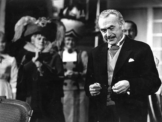 Franta Paul působil v Karlíně jako herec, režisér i zastupující ředitel. Tady je v představení Ohňostroj (1956).