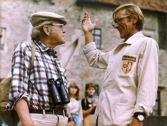 Ve filmu si zahrál i František Husák (vpravo)