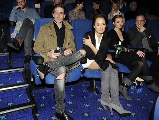 Premiérovou projekci pohádky Řachanda sledovala s hercem i jeho přítelkyně Karolína Krézlová.