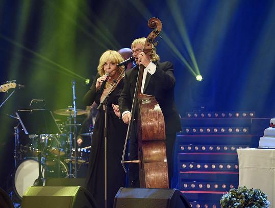Hana Zagorová zazpívala v Lucerně s Karlem Vágnerem jednu ze svých hitovek.