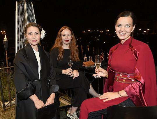 Mezi hosty byly například herečky Kateřina Winterová a Alena Doláková.