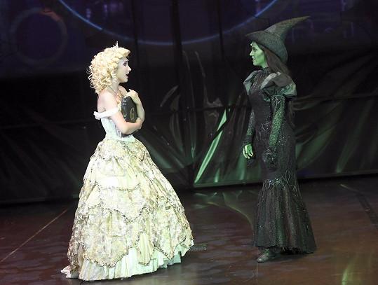 S kamarádkou, zelenou Elphabou, v podání Markéty Peškové