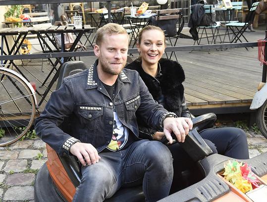 Mottlová a Prachař se sešli při natáčení seriálu Přijela pouť.