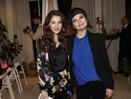 Sara s herečkou Simonou Postlerovou byly patronkami.