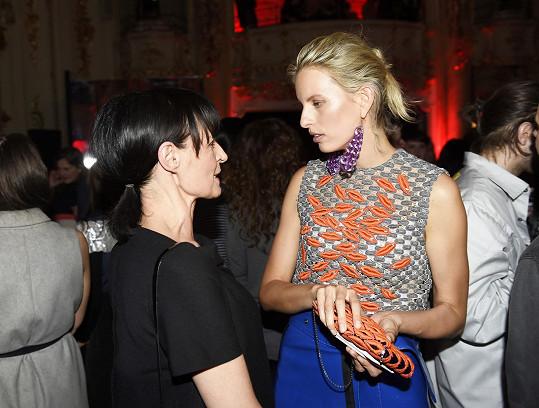 Modelka úzce spolupracuje s Liběnou Rochovou. Hodnotí práce jejích studentů.