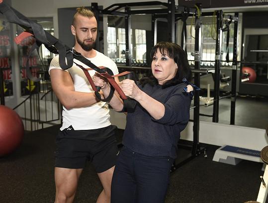 Osobní trenér Pavel Šalitroš pro ni připravil cvičební plán na míru.