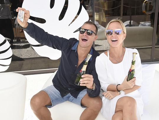 s manželem Vlastou Hájkem se vsadila o luxusní kabelku.