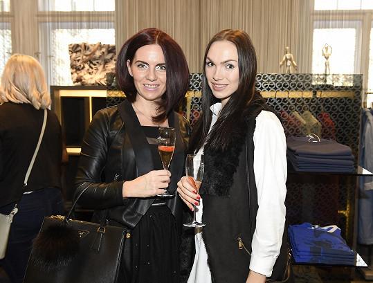 Kamila Nývltová s manažerkou Veronikou Šimůnkovou, s níž se Vojtek pravidelně scházel.