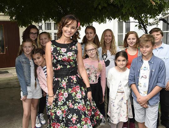 V její kavárně se křtil projekt pro děti zpěvačky Zuzy Ďurdinové.