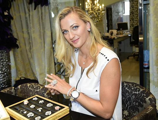 Petra Kvitová se stala českou tváří známé české šperkařské značky. Slovenskou ambasadorkou je její kolegyně Dominika Cibulková.