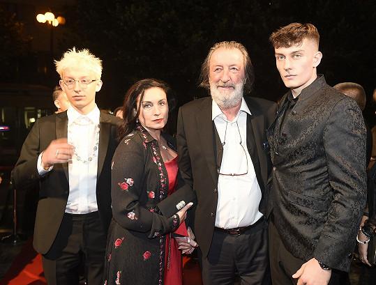 Bolek Polívka s manželkou a syny