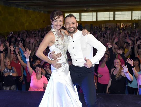 Olga Šípková s Markem Dědíkem uchvátili plnou halu milovnic aerobiku...