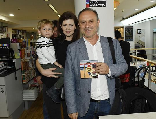 Karel Zaňák s rodinou přišli na křest knihy Lukáše Pavláska.