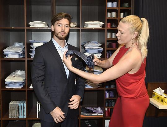 V partnerském butiku Muže roku vyfasoval Matyáš oblek.