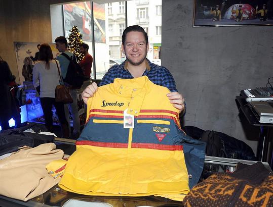 Tohle maxi triko snad nosil někdo větší, než je Matěj Ruppert.
