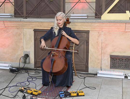Terezie je naší nejznámější violoncellistka.