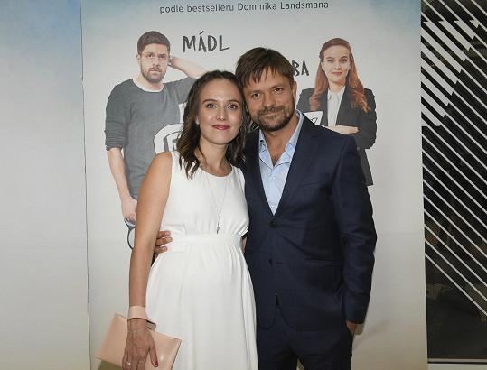 Dorazila na premiéru filmu Deníček moderního fotra, v němž hraje hlavní ženskou roli. Hlavní mužskou ztvárnil Jiří Mádl.