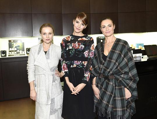Vlastnina na představení nové kampaně šperkařské firmy, které moderovaly Gábina Lašková a Hanka Kynychová.