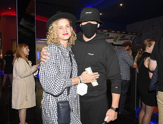 Kateřina Sedláková s manželem Petrem Pechou, který se jako jeden z mála kryl respirátorem.