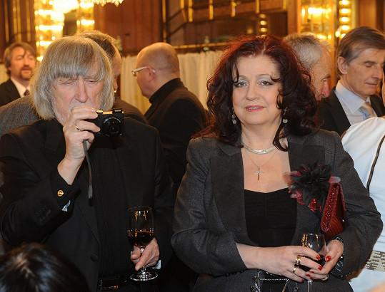Zatímco Deana Jakubisková pozorovala cvrkot, její manžel, režisér Juraj, si všechno fotil.