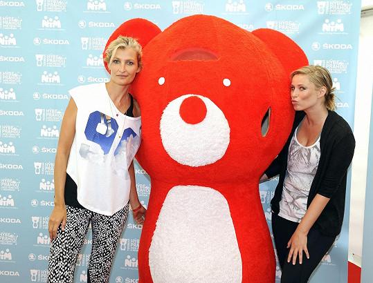 Kiera dorazila do Prahy na základě pozvání kamarádky Terezy Maxové, aby podpořila projekt Teribear hýbe Prahou.