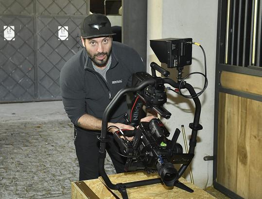 Kamera a hlavně stabilizátor jsou pořádně těžké.