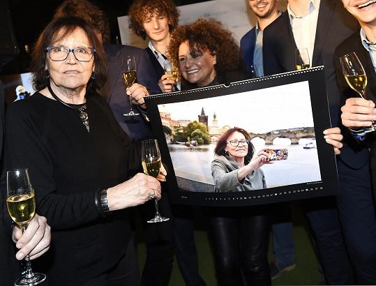 Její fotka se vydražila za 50 tisíc. Peníze jdou na dobrou věc.