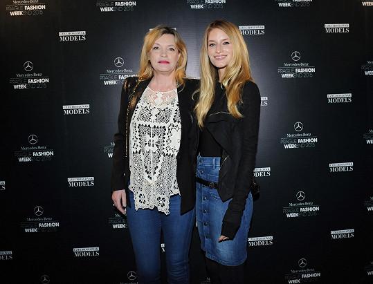 Linda Vojtová na akci s maminkou
