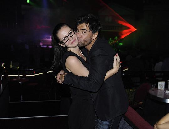 Sagvan Tofi v objetí s hlavní produkční Dětí ráje Jájou Klíčovou