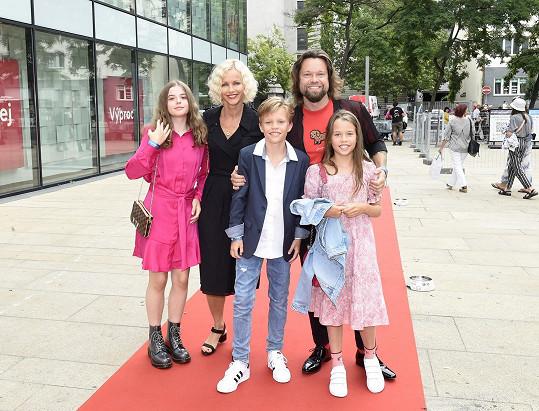 Richard Krajčo s Karin Babinskou na premiéře filmu Gump