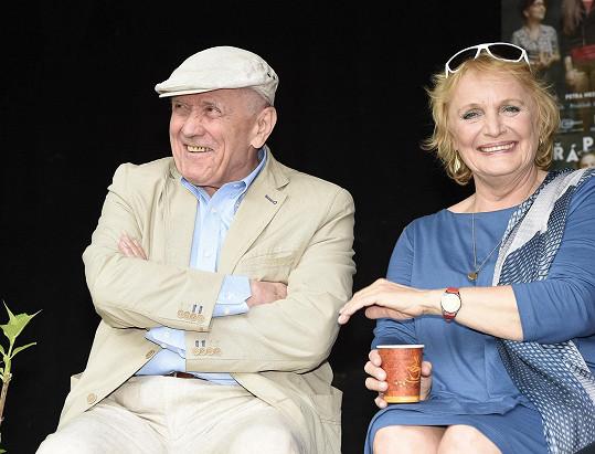 Petr Kostka a Regina Rázlová vystupovali na Letní scéně Divadla Ungelt.