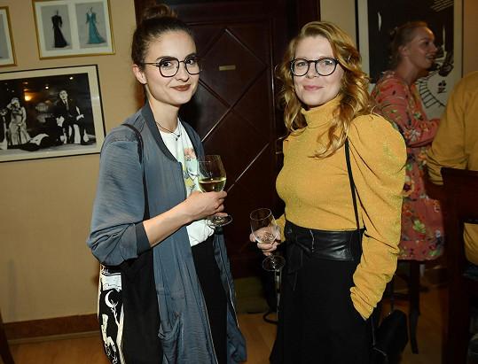 Také herečky Eva Josefíková a Monika Zoubková