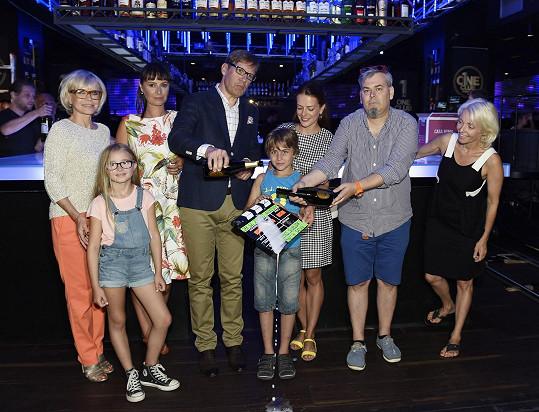 Herci slavnostně pokřtili první klapku nového filmu.