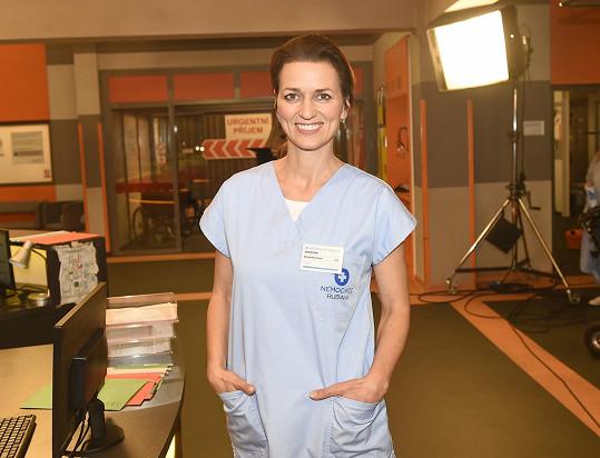Adéla Gondíková si zahraje v novém seriálu Sestřičky, který dějem navazuje na Modrý kód.