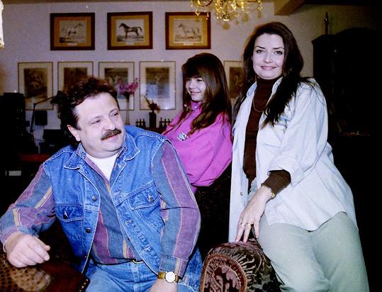 Miluška Voborníková s manželem Petrem Spáleným a dcerou na snímku z roku 1994