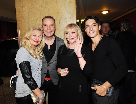Zagorová s manželem a přáteli Lucií Borhyovou a Michalem Hrdličkou