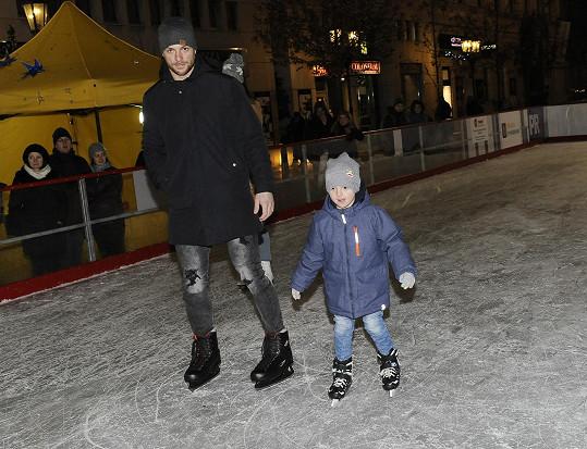 Bruslil s malým Markusem.