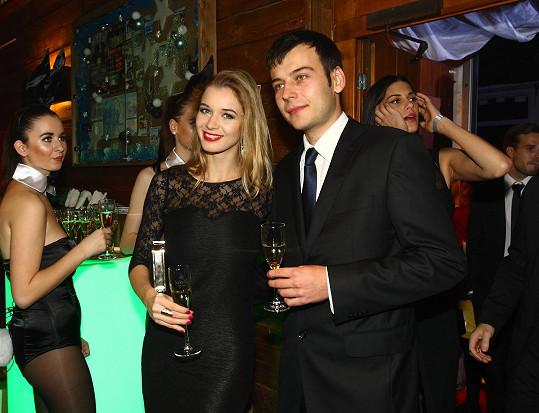 Večer se s partnerem Romanem vypravila na párty.