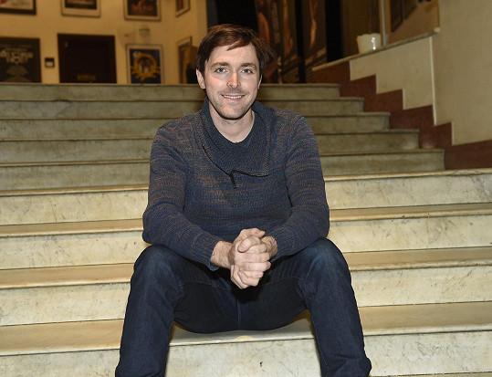 Karel Heřmánek mladší se objevuje ve všech nových seriálech.