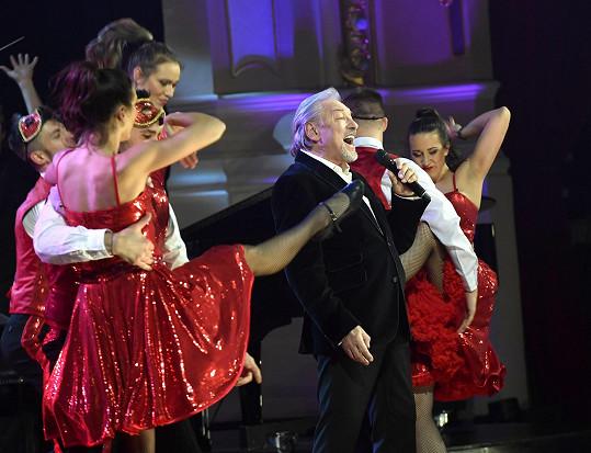 Karel na jevišti během choreografie