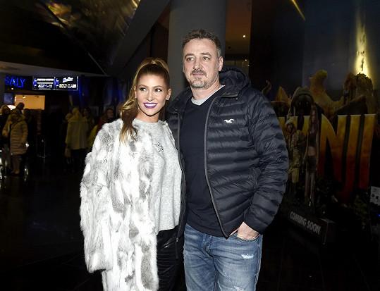 Manžel René Mayer má z předchozího vztahu dospělého syna Patrika.