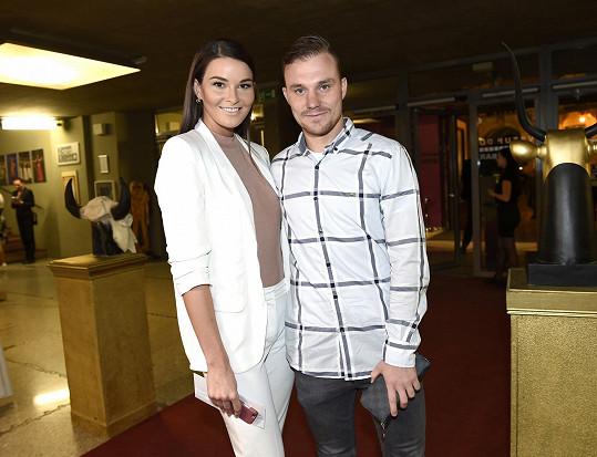S přítelem, fotbalistou Jakubem Horou, se budou stěhovat.