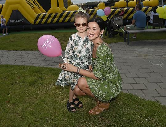 Jitka vzala roztomilou dceru Rozárku na Terasy Harfa, kde se konal dětský den.