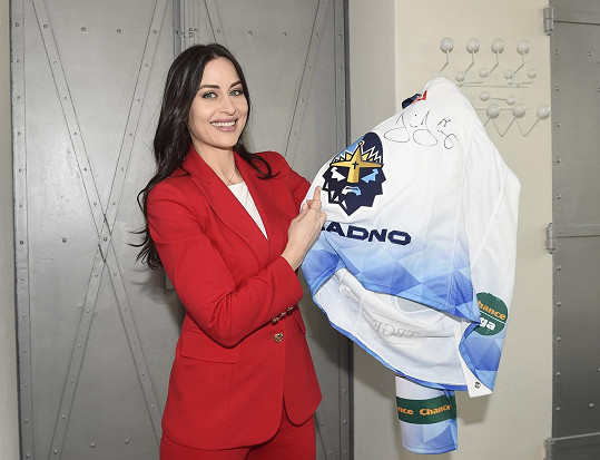 Nechybí ani hokejový dres Jaromíra Jágra, také s podpisem.