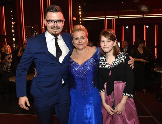 Pavla Tomicová se synem Adamem a dcerou Anežkou