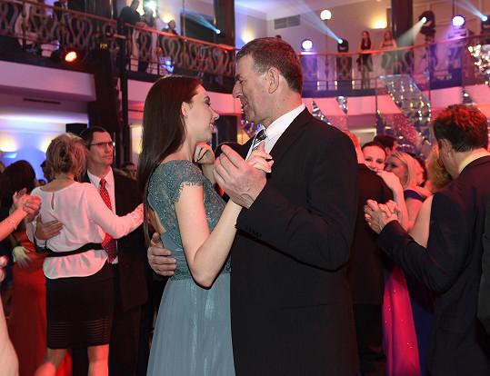 Imrich Bugár vyvedl na taneční parket svou dceru.