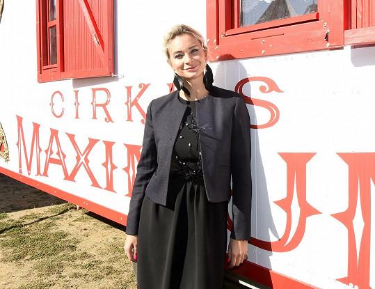 Ve filmu Cirkus Maximum si zahraje i Bára Mottlová.