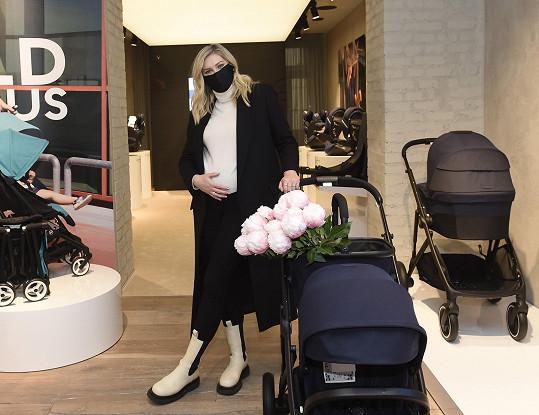 Na otevření showroomu luxusní značky kočárků českého majitele, které milují i hollywoodské hvězdy.