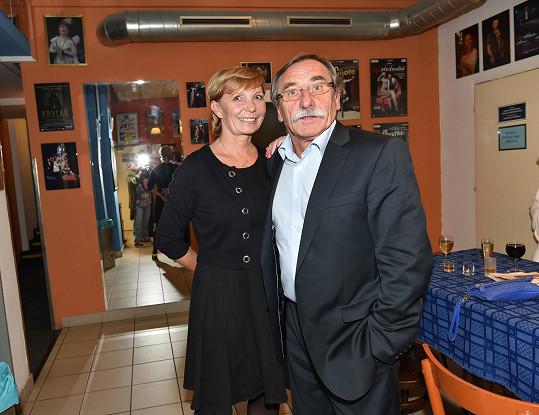 Také Pavel Zedníček s partnerkou Hanou Kousalovou